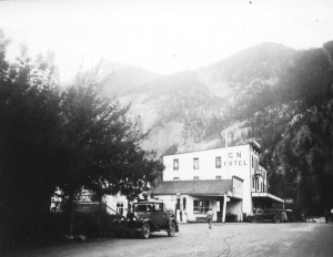Great Northern Hotel and Armitage Garage, 1940