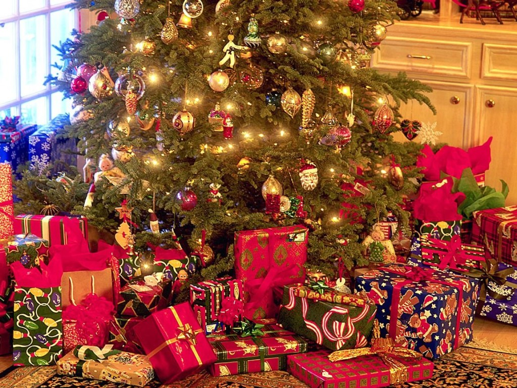 Christmas-Tree-In-House-With-Presents-ideas