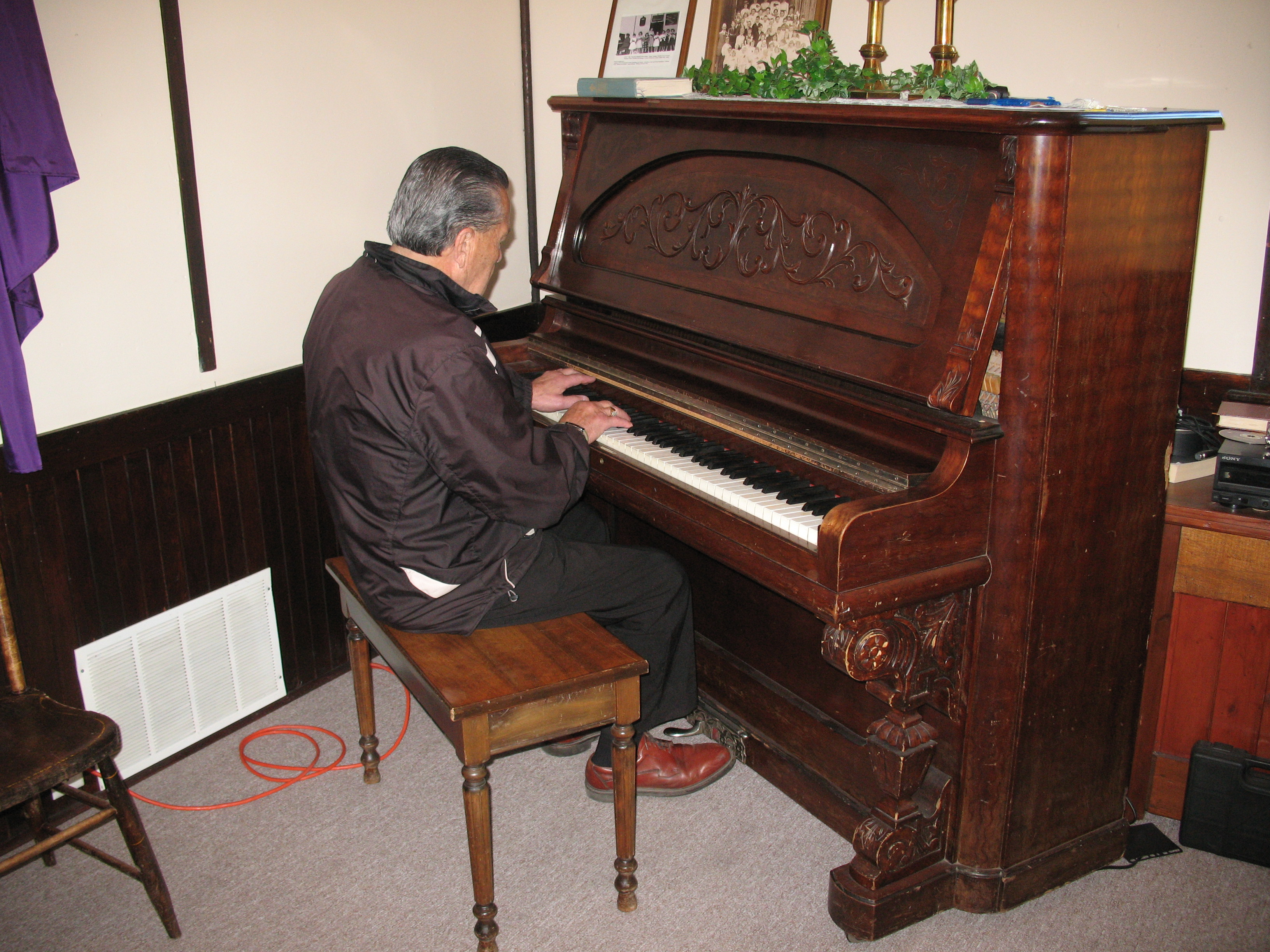 When Garry Jespersen plays the piano, he uses the entire keyboard.